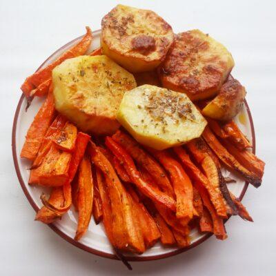Запеченные картофель и морковь - рецепт с фото