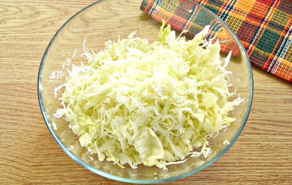 Фото рецепта - Блины с капустной начинкой - шаг 1