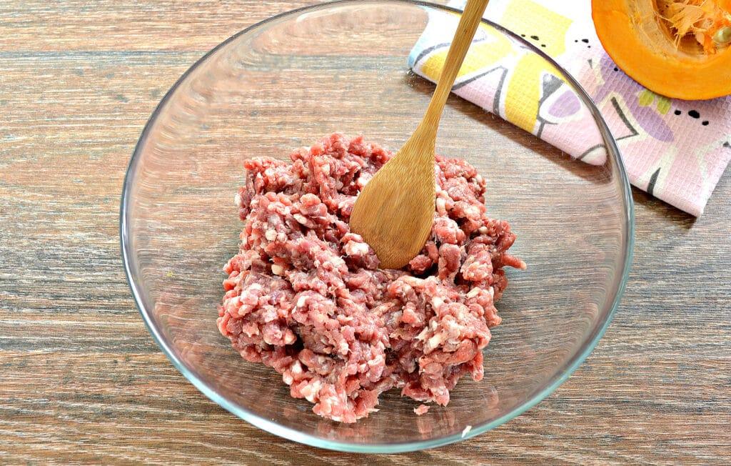 Фото рецепта - Начинка для мантов с фаршем, тыквой и картофелем - шаг 1