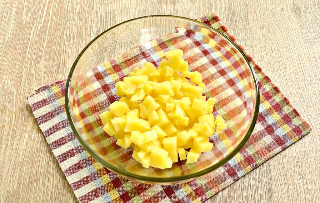 Фото рецепта - Пирог из слоеного теста с фаршем, картофелем и тыквой - шаг 1