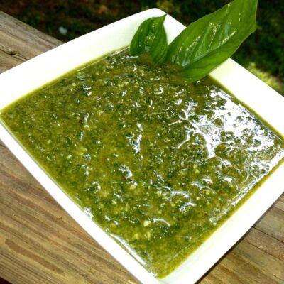 Острый соус Песто с орехами и чесноком - рецепт с фото