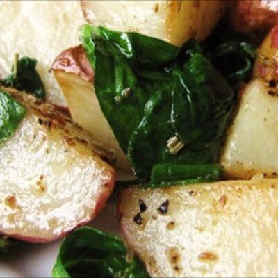 Запеченный картофель с шпинатом - рецепт с фото
