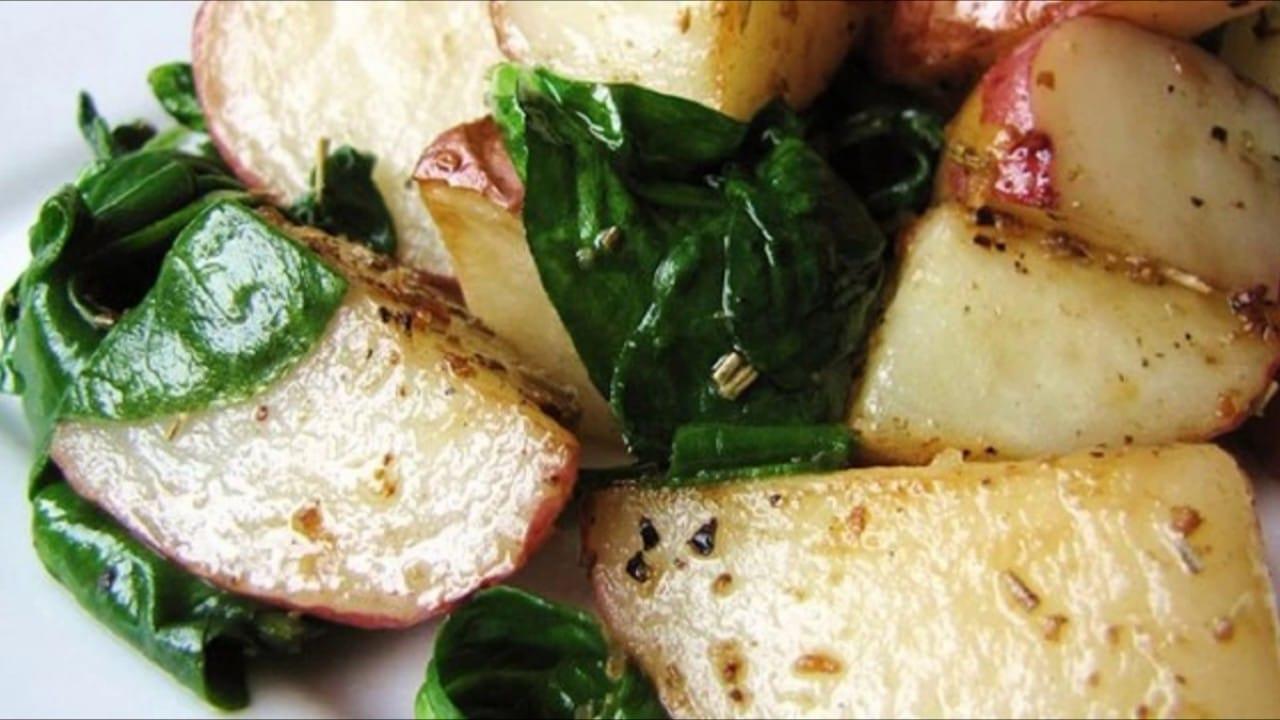 Запеченный картофель с шпинатом