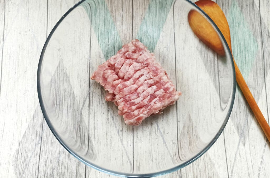 Фото рецепта - Биточки из свиного фарша с капустой - шаг 1