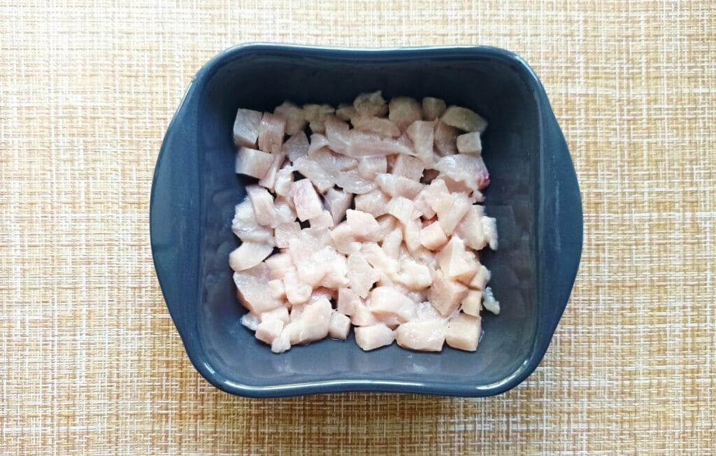 Фото рецепта - Курица под сырной корочкой с грибами и помидорами - шаг 1