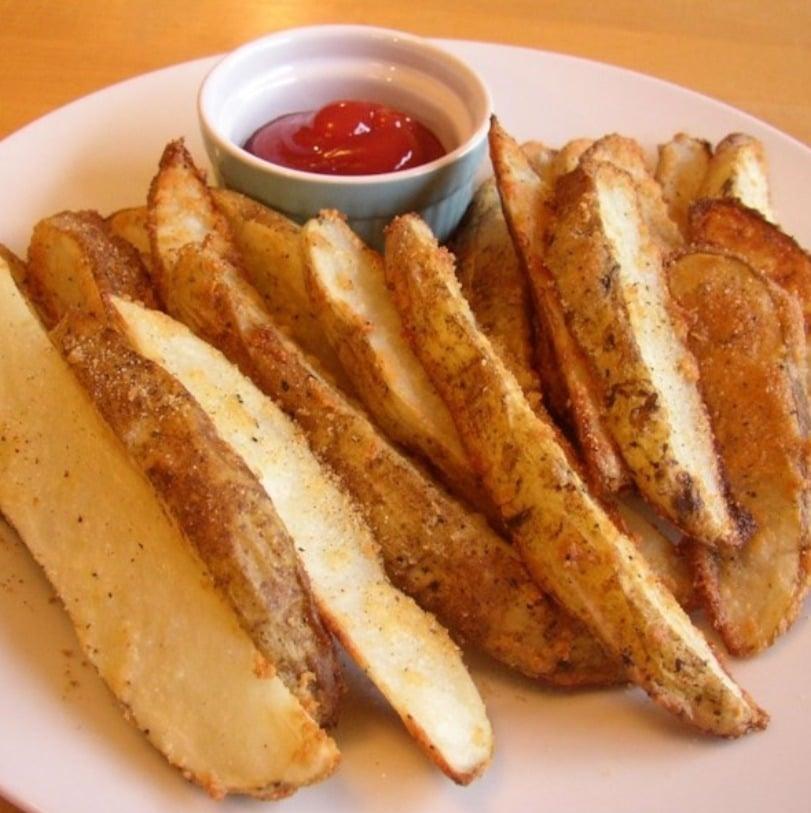 Картофельные дольки, запеченные с сыром