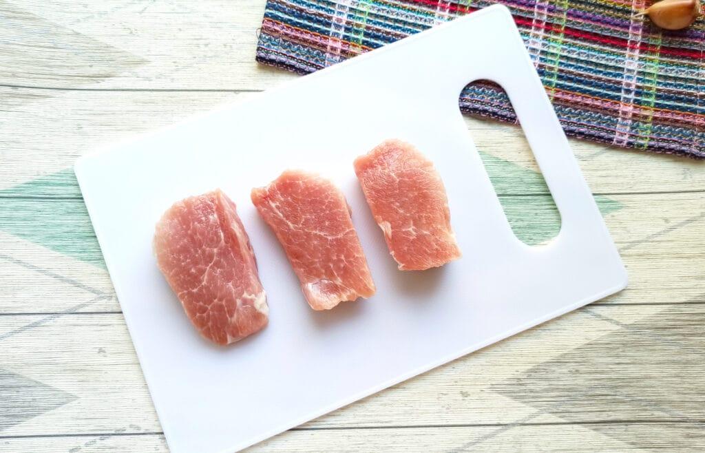 Фото рецепта - Салат с мясом на пару, помидорами и сыром - шаг 1