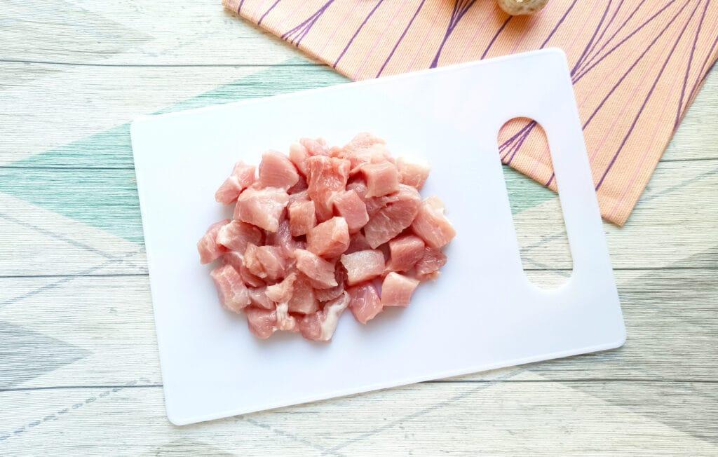 Фото рецепта - Свинина с шампиньонами и картофелем в мультиварке - шаг 1