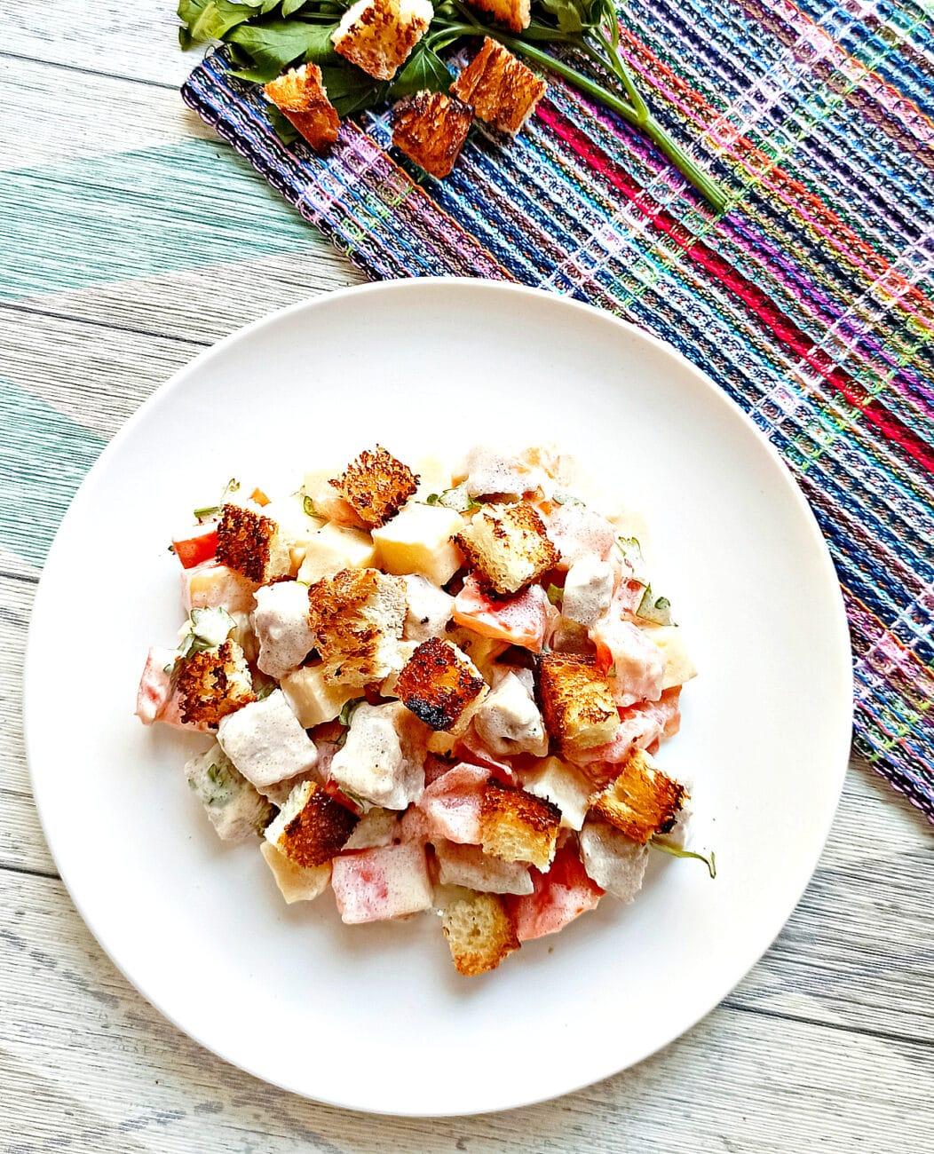 Салат с мясом на пару, помидорами и сыром