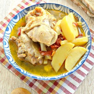 Куриные бедра с овощами и картофелем в мультиварке - рецепт с фото