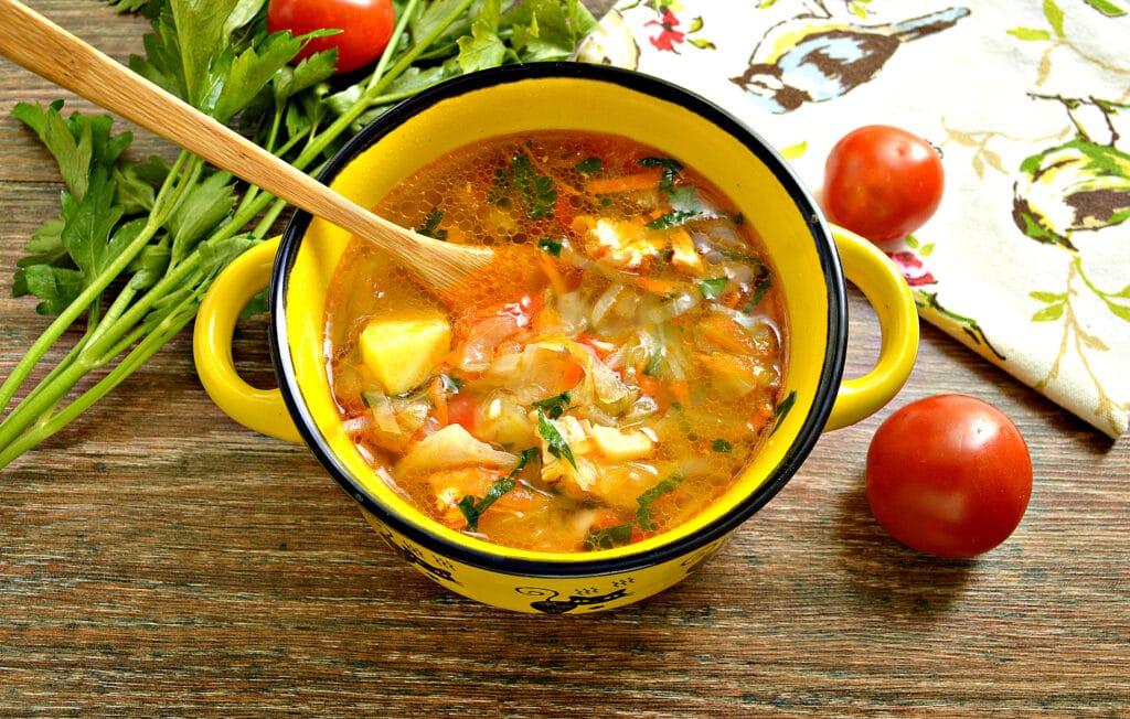 Фото рецепта - Щи с курицей, капустой и помидорами - шаг 11