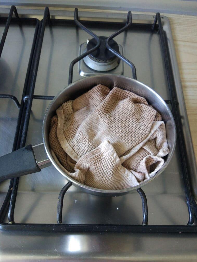 Фото рецепта - Домашний сыр с зеленью и чесноком - шаг 9
