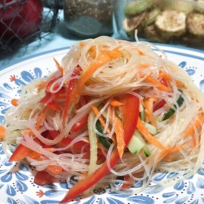 Салат из стеклянной лапши - рецепт с фото