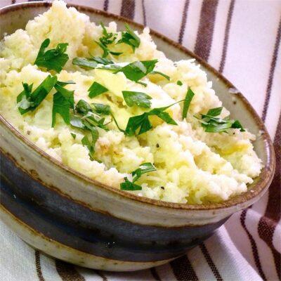 Пюре из цветной капусты с чесноком и сыром - рецепт с фото