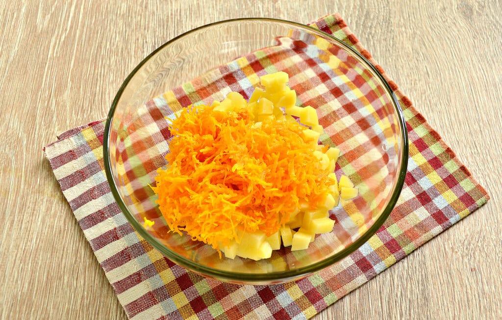 Фото рецепта - Пирог из слоеного теста с фаршем, картофелем и тыквой - шаг 2