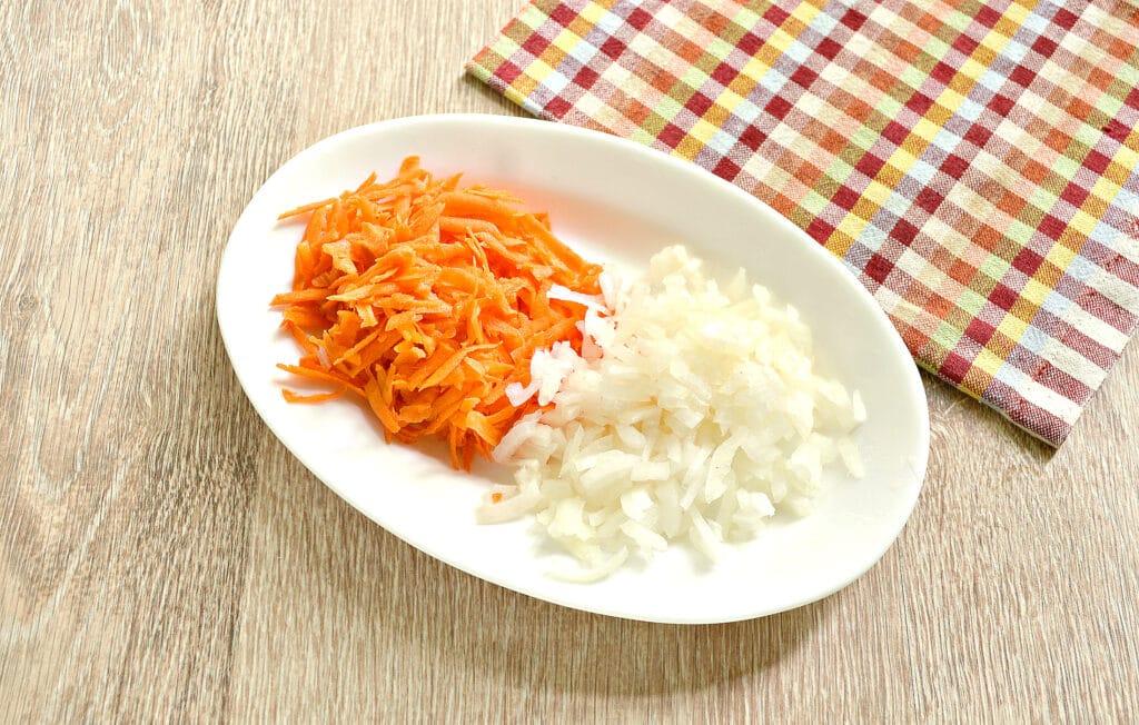 Фото рецепта - Куриные бедра с овощами и картофелем в мультиварке - шаг 2