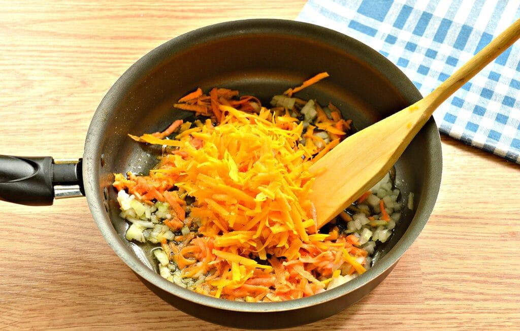 Фото рецепта - Начинка для пирогов из капусты и тыквы - шаг 2