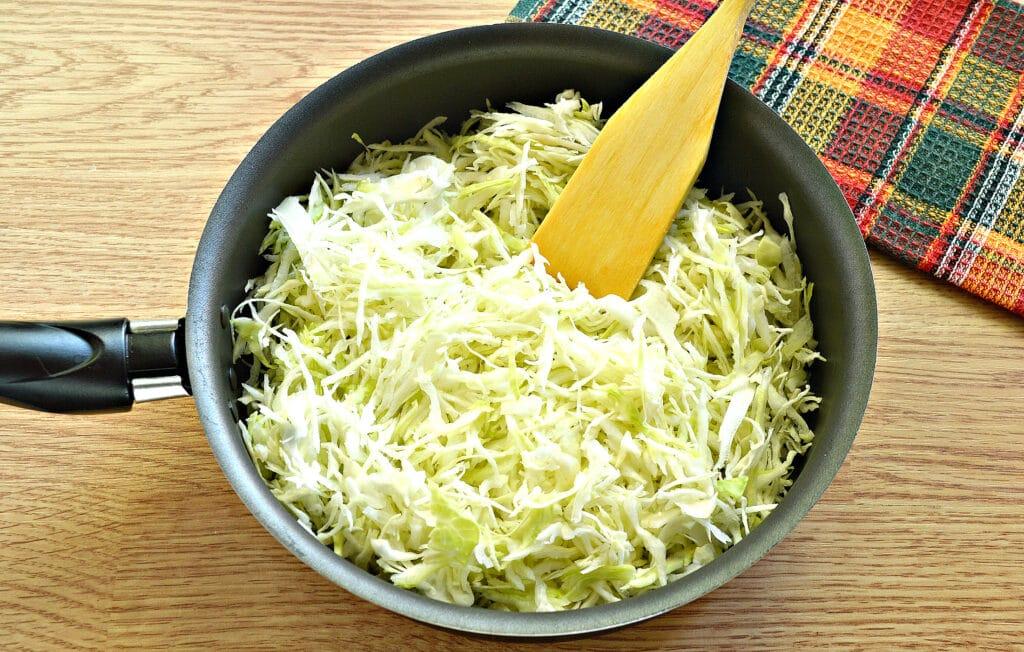 Фото рецепта - Блины с капустной начинкой - шаг 2