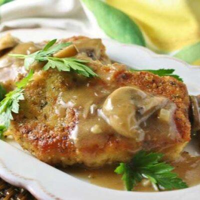 Шницель из свинины с грибной подливой - рецепт с фото