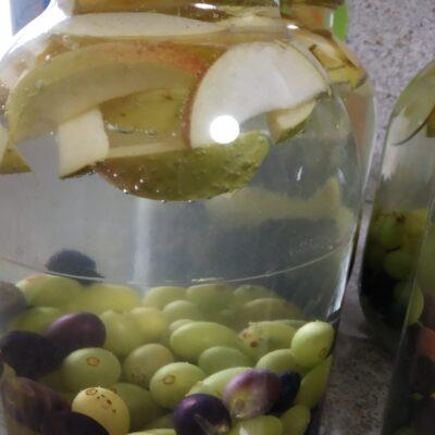 Компот из двух сортов винограда и яблок (на зиму) - рецепт с фото
