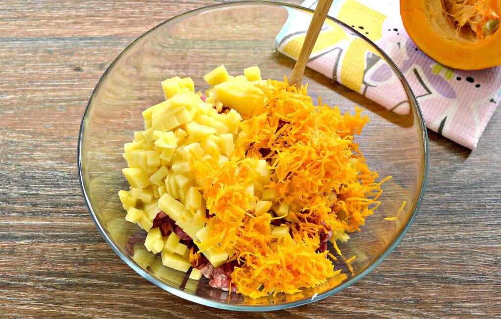 Фото рецепта - Начинка для мантов с фаршем, тыквой и картофелем - шаг 3