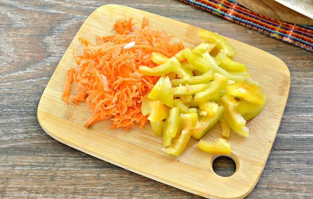 Фото рецепта - Замороженные фаршированные перцы тушеные с овощами - шаг 3
