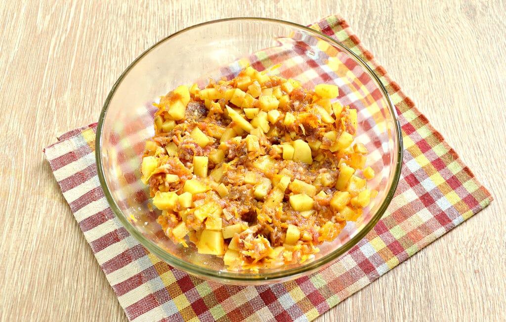 Фото рецепта - Пирог из слоеного теста с фаршем, картофелем и тыквой - шаг 3