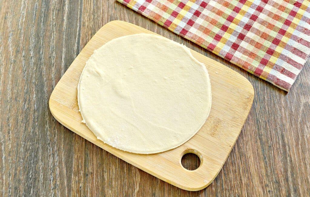 Фото рецепта - Домашние чебуреки с фаршем - шаг 3