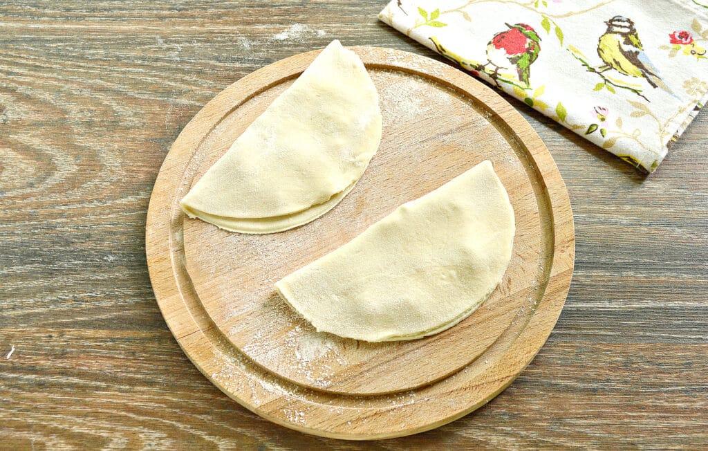 Фото рецепта - Чебуреки в мультиварке - шаг 3