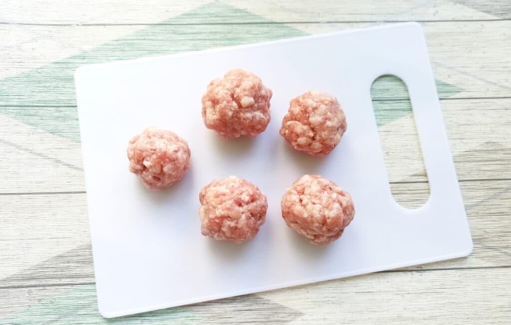 Фото рецепта - «Гнезда» с мясными шариками и грибами - шаг 3
