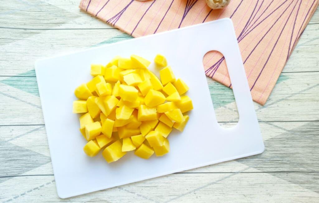 Фото рецепта - Свинина с шампиньонами и картофелем в мультиварке - шаг 3