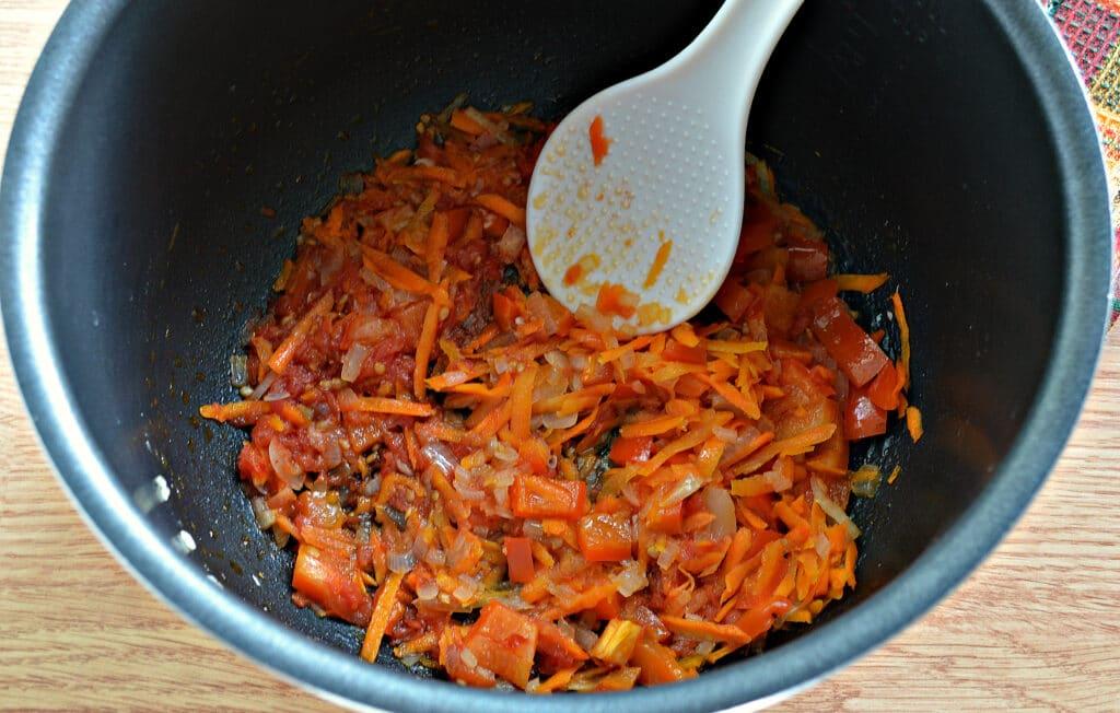 Фото рецепта - Гречневая каша с овощами и отварным мясом в мультиварке - шаг 3