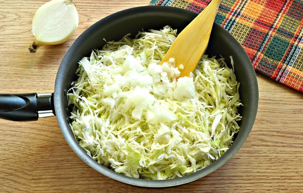 Фото рецепта - Блины с капустной начинкой - шаг 3
