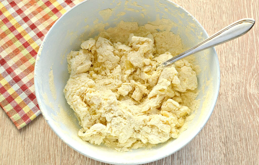 Фото рецепта - Заварное тесто для пельменей и чебуреков - шаг 4