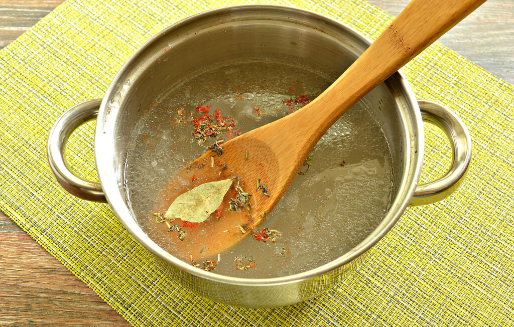 Фото рецепта - Пельмени в курином бульоне - шаг 4
