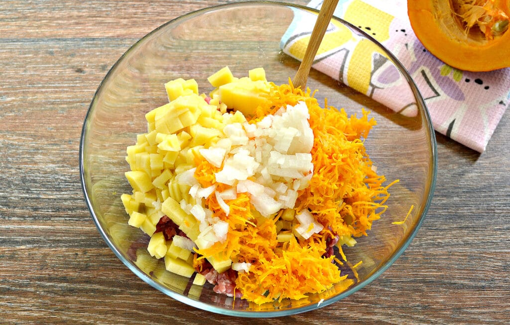 Фото рецепта - Начинка для мантов с фаршем, тыквой и картофелем - шаг 4