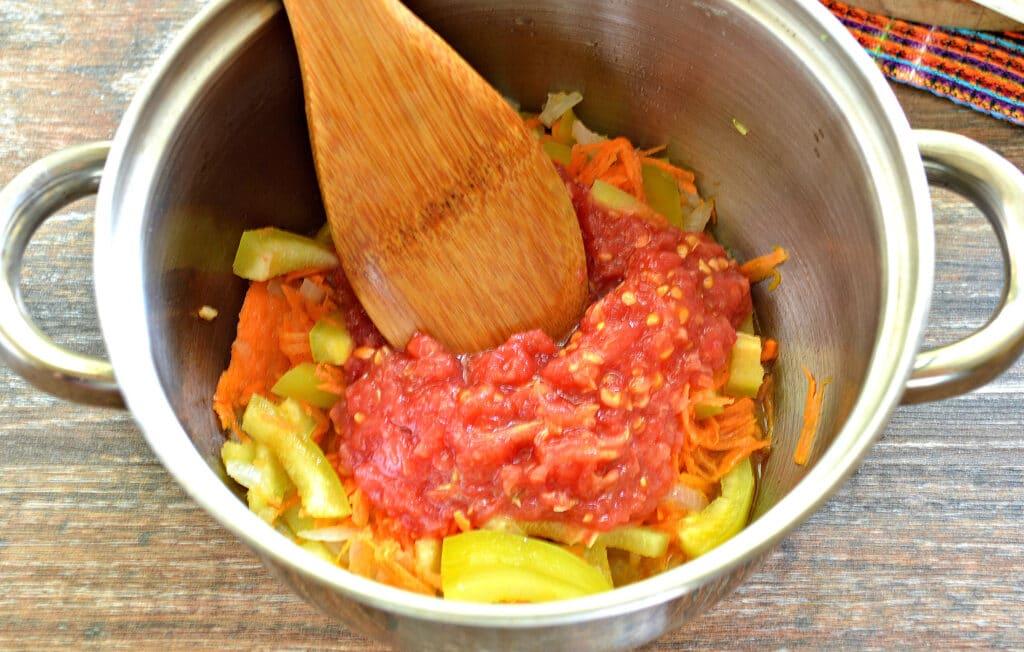 Фото рецепта - Замороженные фаршированные перцы тушеные с овощами - шаг 4