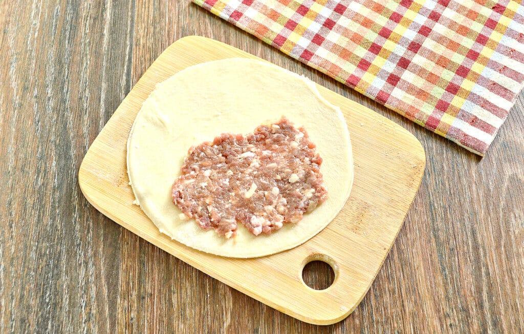 Фото рецепта - Домашние чебуреки с фаршем - шаг 4