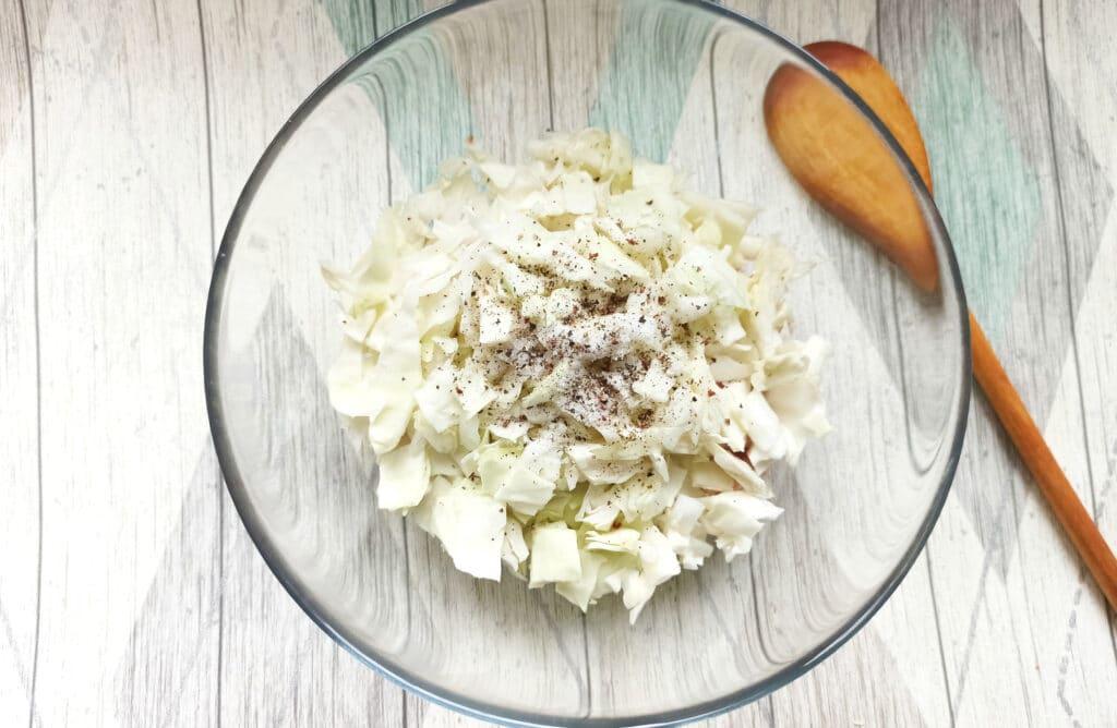 Фото рецепта - Биточки из свиного фарша с капустой - шаг 4