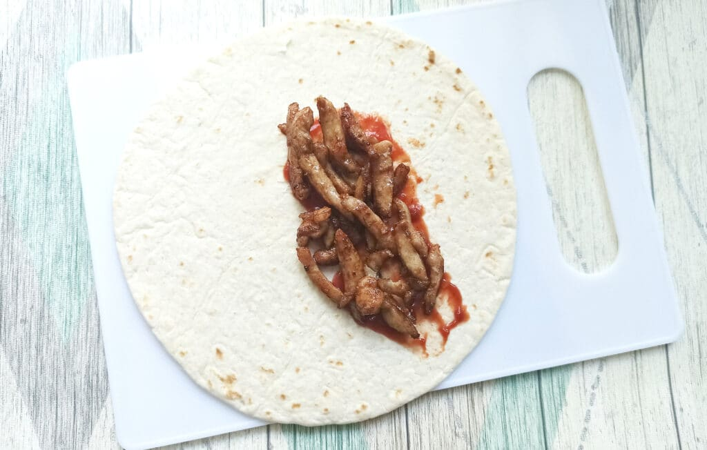 Фото рецепта - Мини-шаурма с курицей терияки - шаг 4