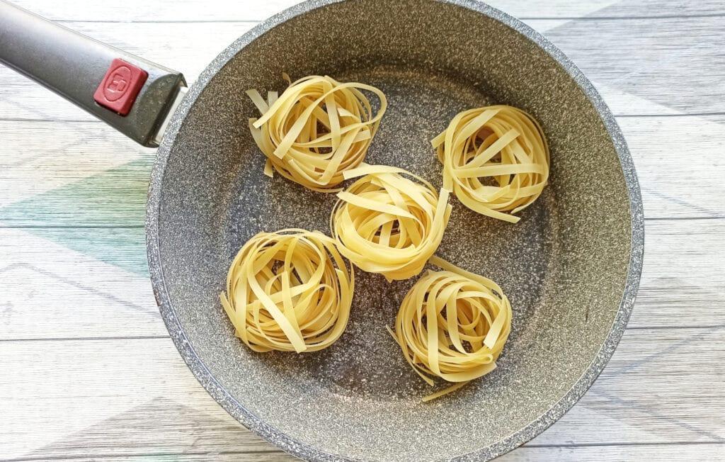 Фото рецепта - «Гнезда» с мясными шариками и грибами - шаг 4