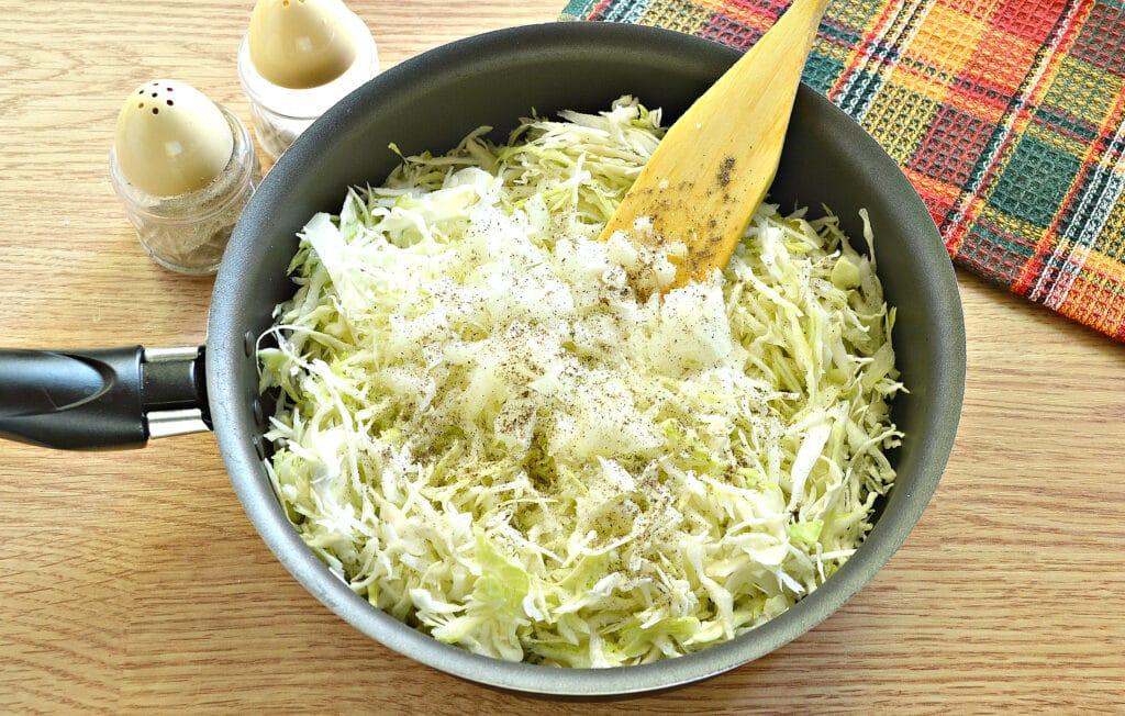 Фото рецепта - Блины с капустной начинкой - шаг 4