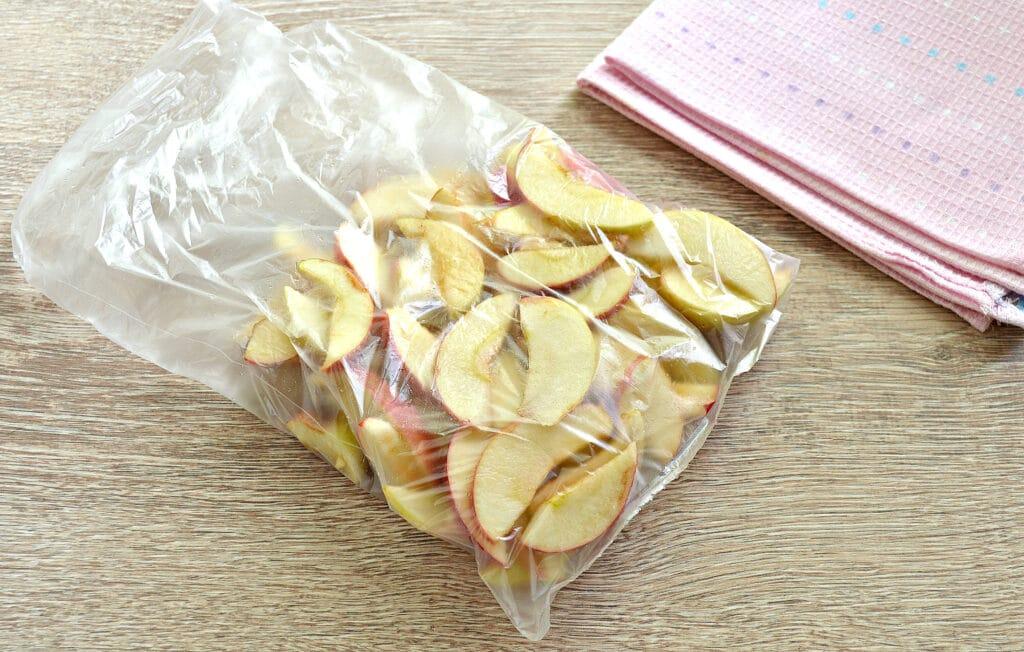 Фото рецепта - Замороженные яблоки на зиму для компота и пирогов - шаг 5