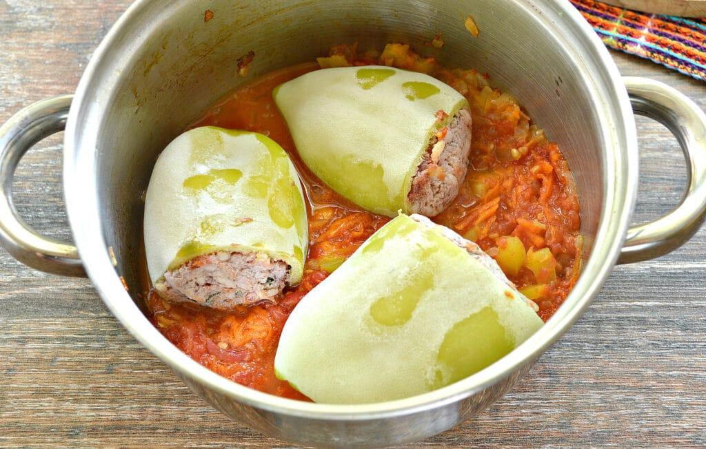 Фото рецепта - Замороженные фаршированные перцы тушеные с овощами - шаг 5
