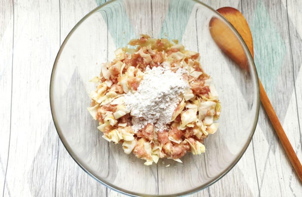 Фото рецепта - Биточки из свиного фарша с капустой - шаг 5