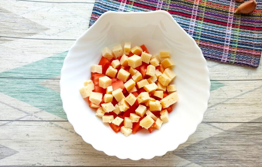 Фото рецепта - Салат с мясом на пару, помидорами и сыром - шаг 5