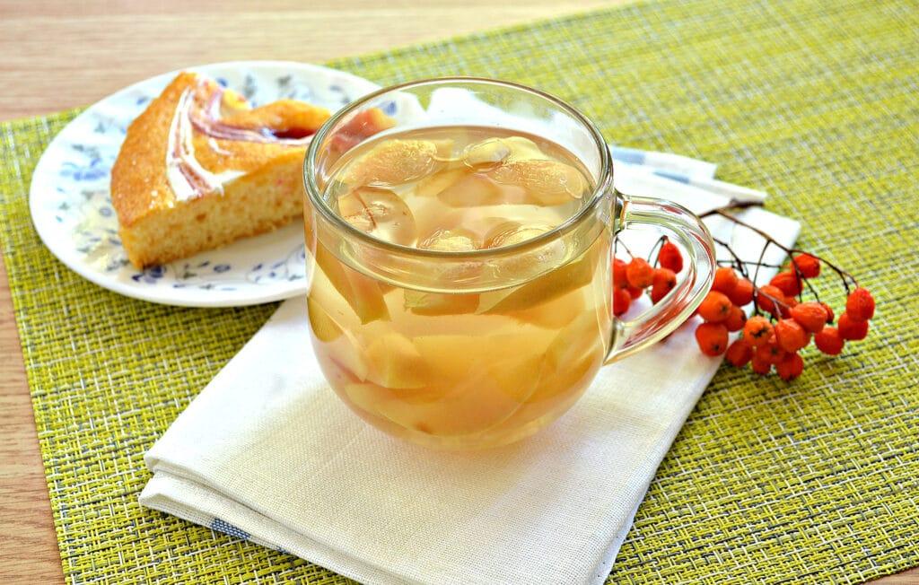 Фото рецепта - Компот из замороженных яблок - шаг 5
