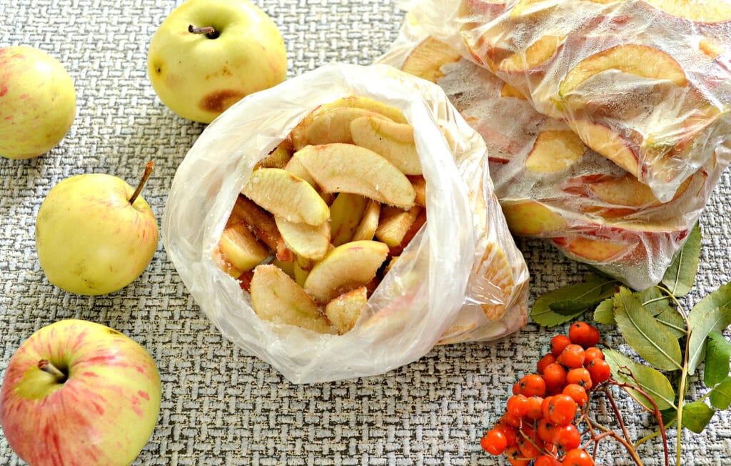 Фото рецепта - Замороженные яблоки на зиму для компота и пирогов - шаг 6