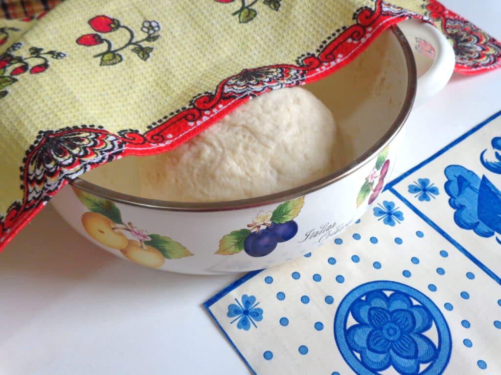 Фото рецепта - Калач с чесноком и зеленью - шаг 4
