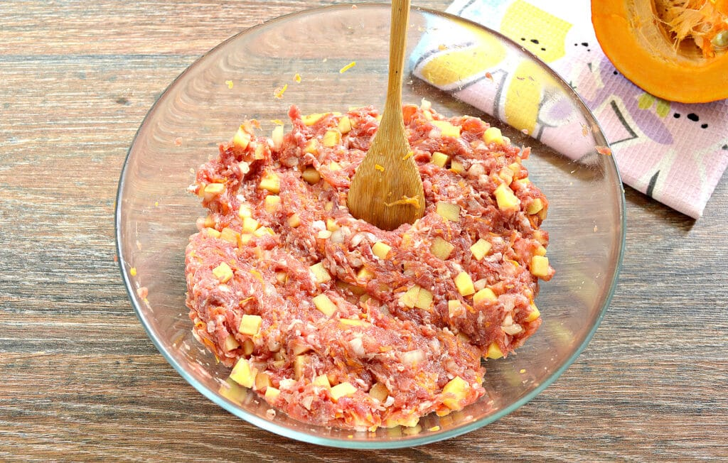 Фото рецепта - Начинка для мантов с фаршем, тыквой и картофелем - шаг 6